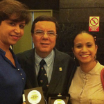 Izq. Prof. Mercedes Salcedo